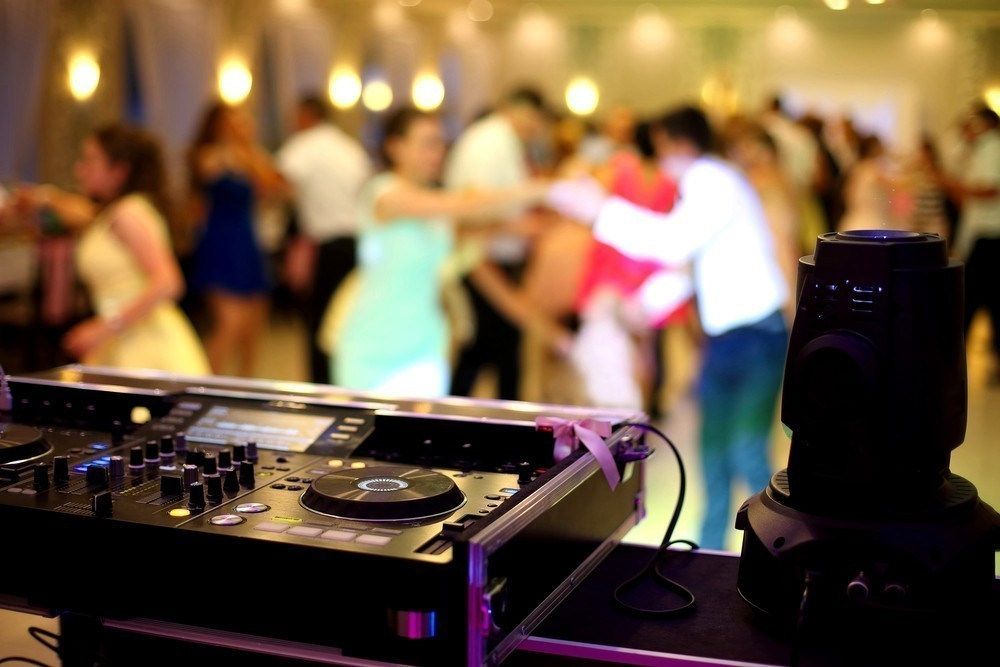 upbeat dancing at wedding