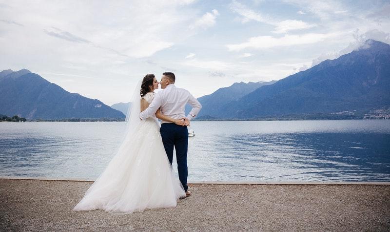wedding couple at lake