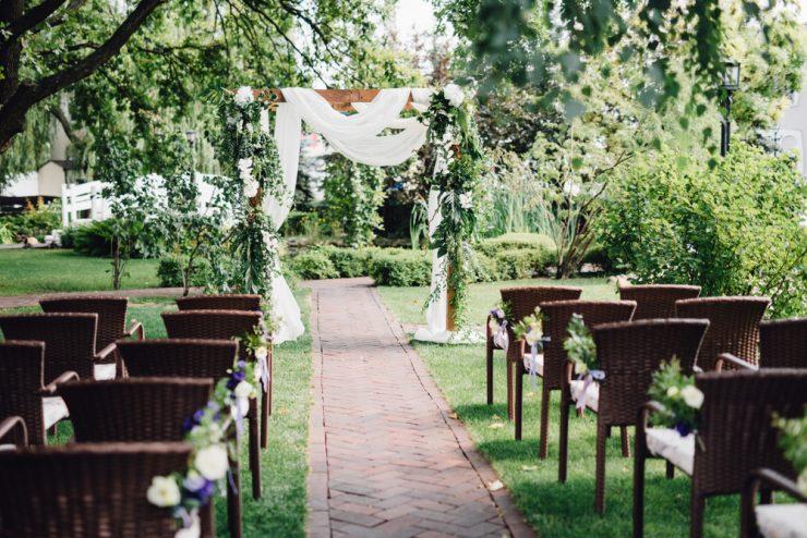 23 Backyard Wedding Ideas How To Plan A Backyard Wedding Yeah Weddings