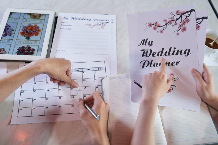 creating a DIY wedding binder